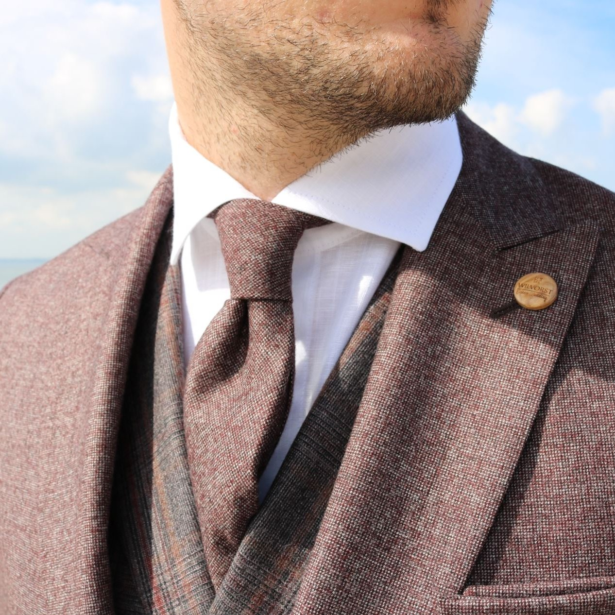 Elegant ties matching the sustainable wedding suits