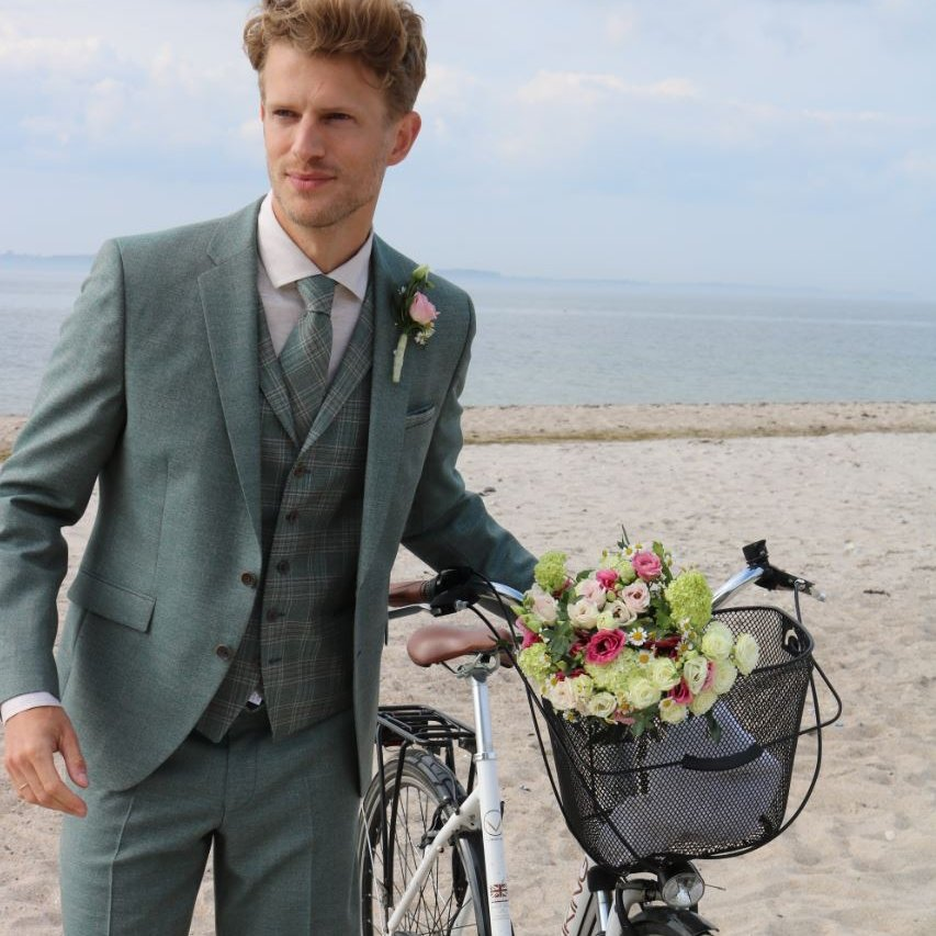 Festive waistcoats matching the sustainable wedding suits